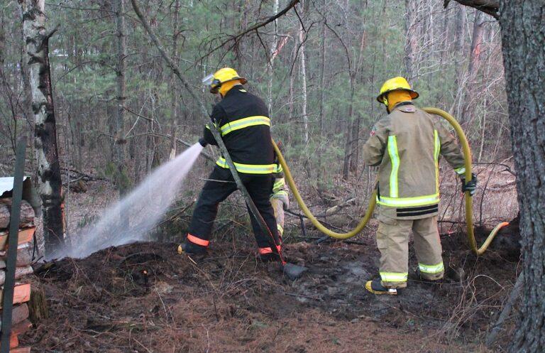 Laurentian Hills firefighters douse early evening blaze